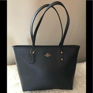 Coach Pebble Leather Black Bay Tote Bag Purse
